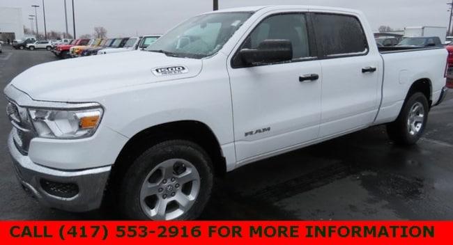 New 2019 Ram 1500 TRADESMAN CREW CAB 4X4 6'4 BOX Crew Cab 1C6SRFNT2KN651311 For Sale/Lease Joplin, MO