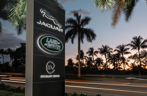 Land Rover Naples - Sign
