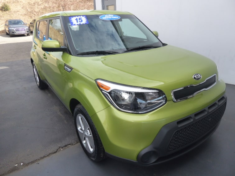 Used 2015 Kia Soul Base FWD Hatchback Near Greensboro