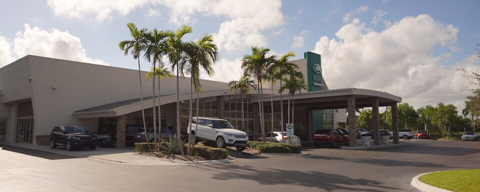 Exterior view of Land Rover Fort Lauderdale showroom