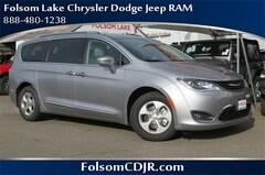 2018 Chrysler Pacifica Hybrid TOURING L Passenger Van 2C4RC1L71JR129417