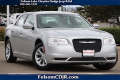 2019 Chrysler 300 TOURING Sedan 2C3CCAAG3KH610189