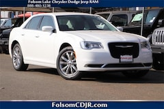 2019 Chrysler 300 TOURING AWD Sedan 2C3CCARG1KH528966
