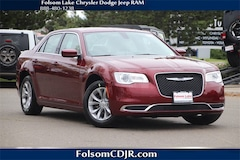 2019 Chrysler 300 TOURING Sedan 2C3CCAAG4KH626000