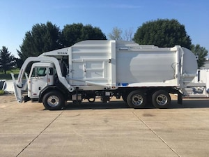 2020 PETERBILT 520 40 Yard Front Load Refuse Body