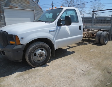 2005 Ford F-350 XL DUALLY CAB AND CHASSIS Truck Regular Cab
