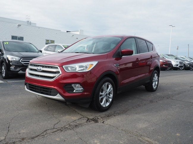 Used 2017 Ford Escape SE SUV near Howell