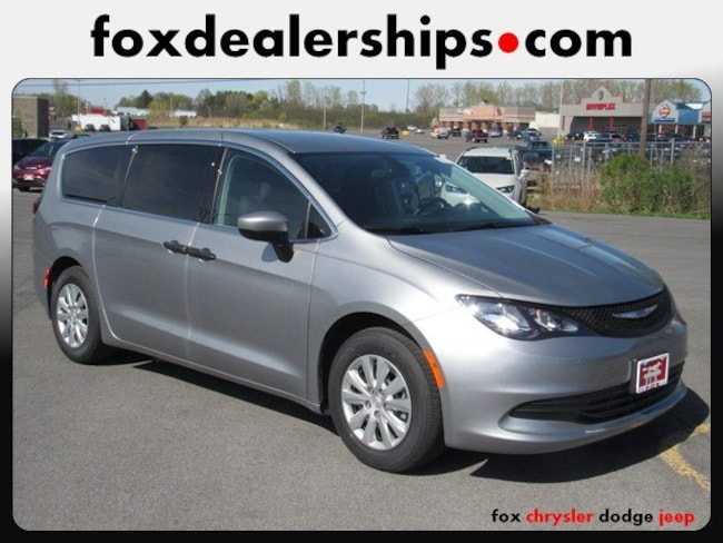 2019 Chrysler Pacifica L Van Passenger