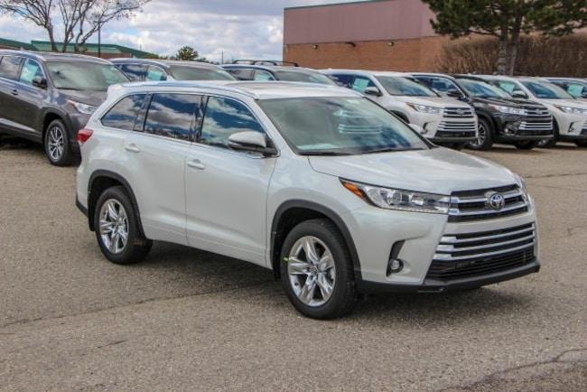 New 2019 Toyota Highlander Limited V6 SUV Rochester Hills