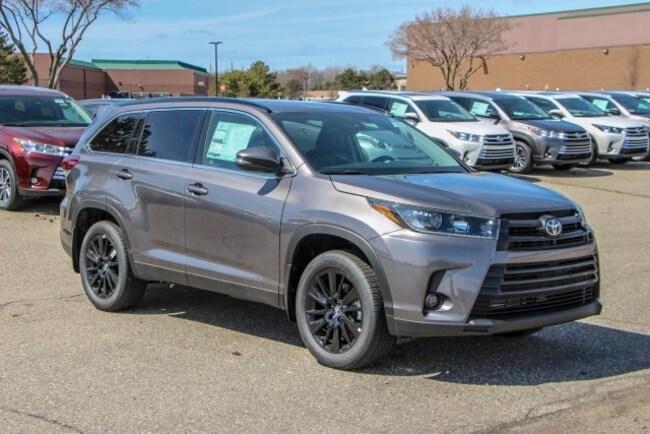 New 2019 Toyota Highlander SE V6 SUV Rochester Hills
