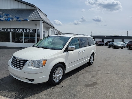 2009 Chrysler Town & Country Limited Van