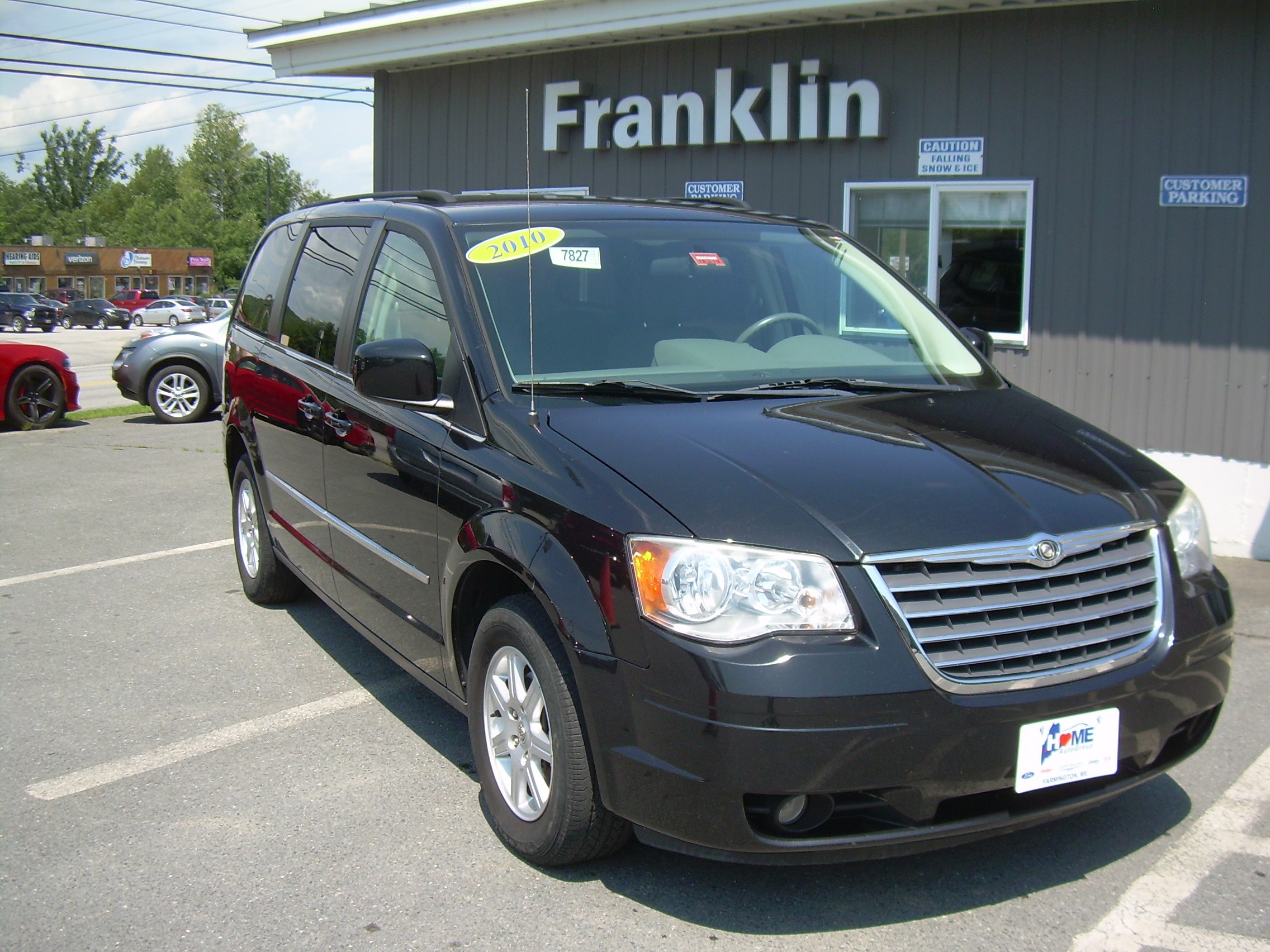 2010 chrysler town and country touring tire size