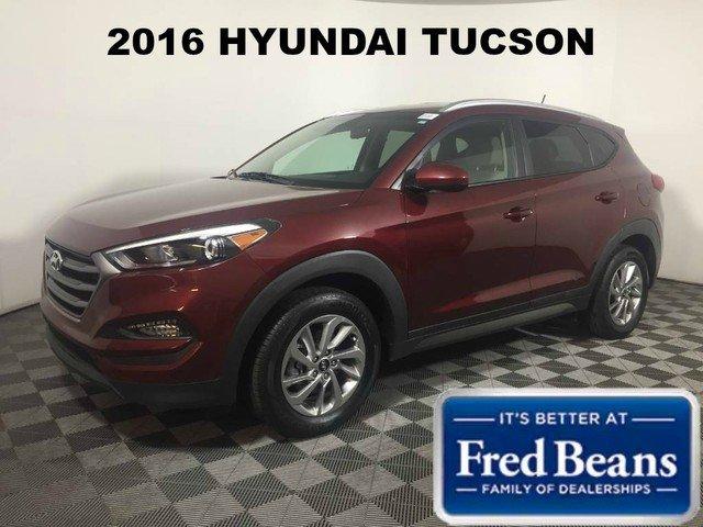 2016 Hyundai Tucson SE w/Beige Interior SUV