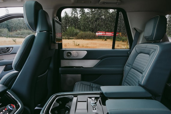 Lincoln Vs Cadillac >> Lincoln Navigator Vs Cadillac Escalade Doylestown Pa Fred