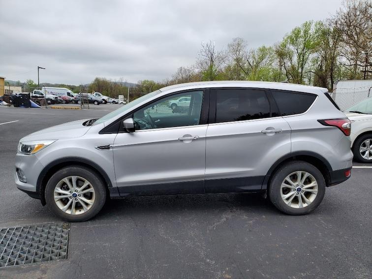 2017 Ford Escape SE AWD SE  SUV 43528A