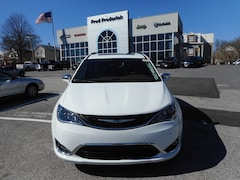New 2018 Chrysler Pacifica HYBRID LIMITED Passenger Van 11902 in Laurel, MD