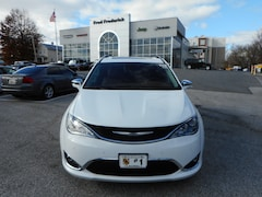 New 2019 Chrysler Pacifica LIMITED Passenger Van 12358 in Laurel, MD
