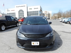 New 2019 Chrysler Pacifica LIMITED Passenger Van in Laurel, MD