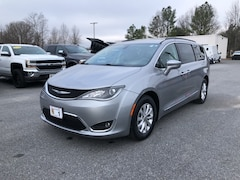 Used 2017 Chrysler Pacifica Touring-L Van For Sale in Easton, MD