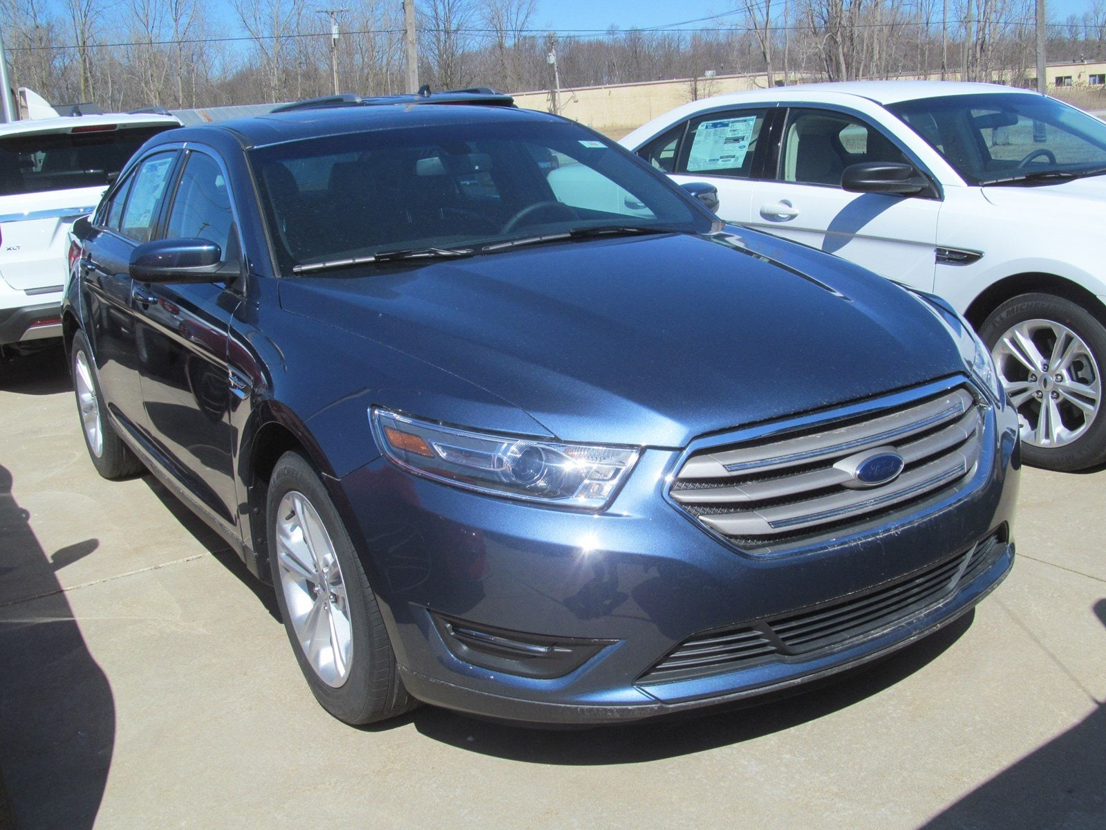2018 Ford Taurus SEL w Heated Front Seats & Navigation! SEL FWD