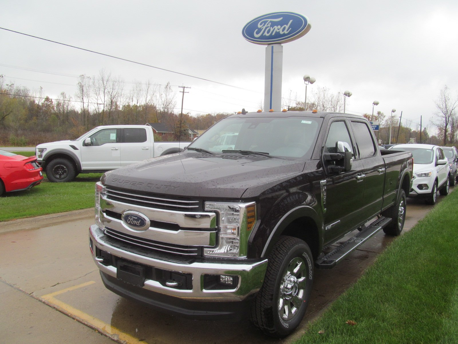 2019 Ford Super Duty F-350 4-Door  FX4 LARIAT w Heated/Cooled Front Seats & Nav. LARIAT 4WD Crew Cab 8 Box