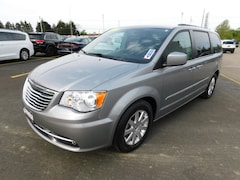 2013 Chrysler Town & Country Touring Van in Fredonia NY