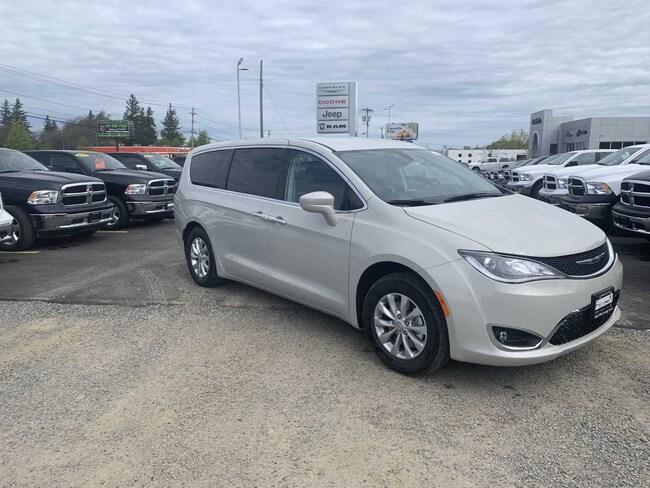 New 2019 Chrysler Pacifica TOURING PLUS Passenger Van in Fredonia