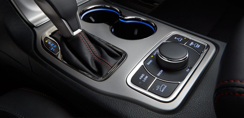2017-jeep-grand-cherokee-interior-dash
