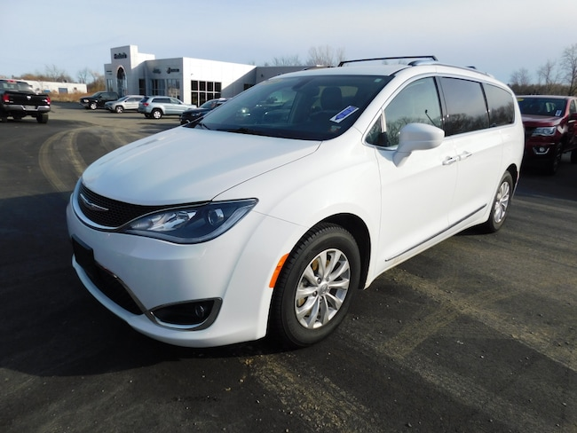 Used 2018 Chrysler Pacifica Touring L Van in Fredonia