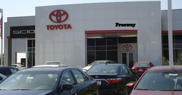 Toyota Dealer offers second chance credit near NAS Lemoore