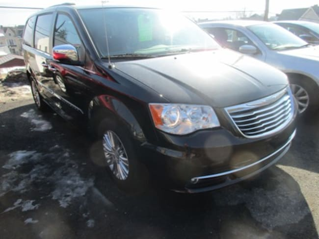 Used 2015 Chrysler Town & Country Touring-L Passenger Van for sale in Lewistown, PA