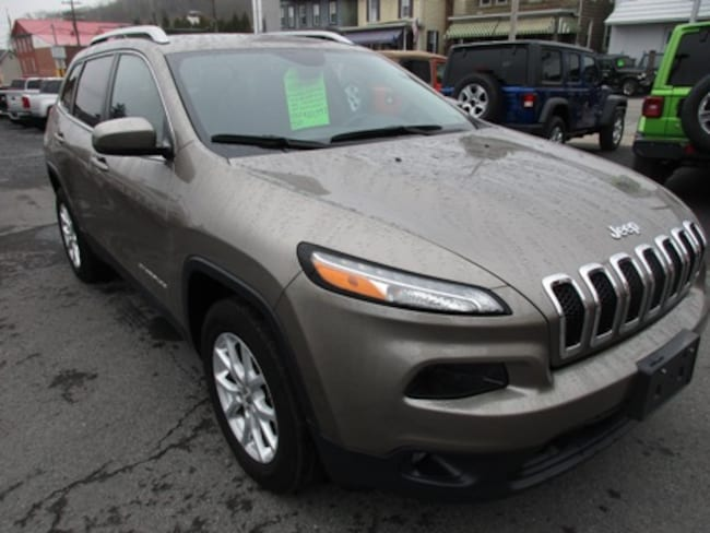 Used 2016 Jeep Cherokee Latitude SUV for sale in Lewistown, PA