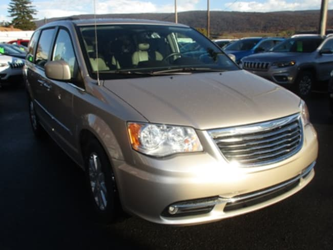 Used 2015 Chrysler Town & Country Touring Passenger Van for sale in Lewistown, PA