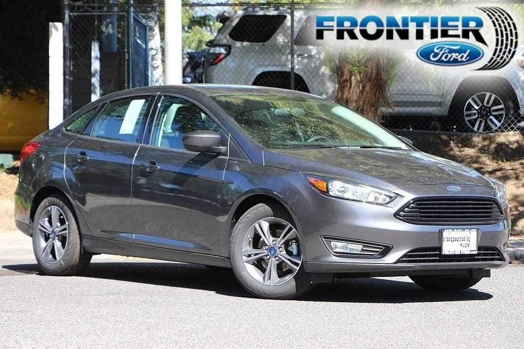 2018 Ford Focus SE Sedan 1FADP3F2XJL293547