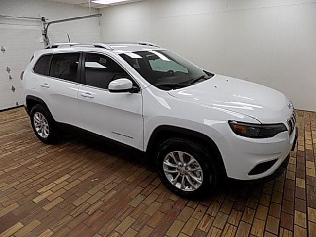 New 2019 Jeep Cherokee LATITUDE 4X4 Sport Utility in Malvern, OH