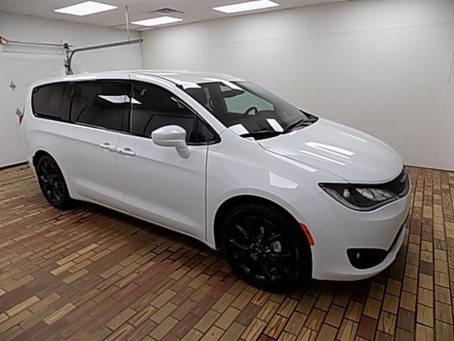 New 2019 Chrysler Pacifica TOURING PLUS Passenger Van in Malvern, OH