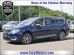 New Chrysler Dodge Jeep RAM Models 2019 Chrysler Pacifica LIMITED Passenger Van 2C4RC1GGXKR526071 for sale in South St Paul, MN