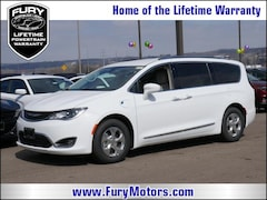 New Chrysler Dodge Jeep RAM Models 2018 Chrysler Pacifica Hybrid TOURING L Passenger Van 2C4RC1L79JR189252 for sale in South St Paul, MN