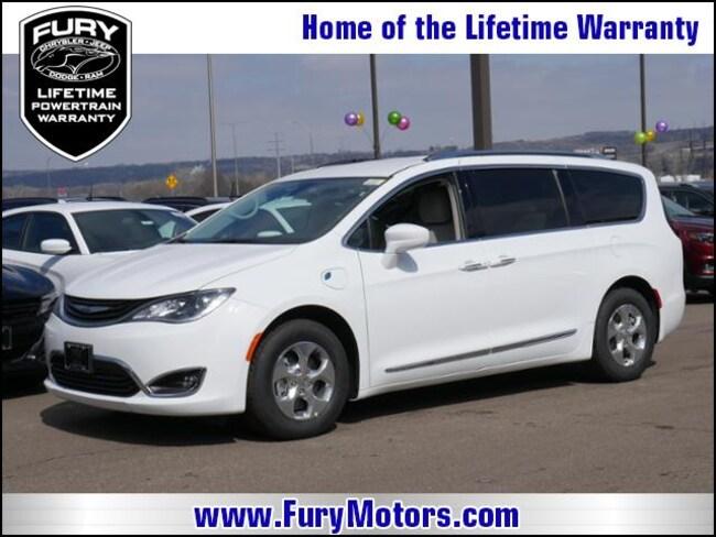 New 2018 Chrysler Pacifica Hybrid TOURING L Passenger Van For Sale/Lease St. Paul, MN