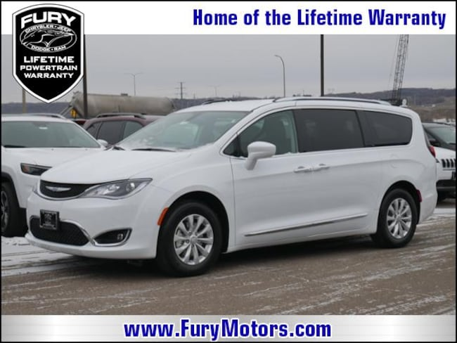 New 2019 Chrysler Pacifica TOURING L Passenger Van For Sale/Lease St. Paul, MN