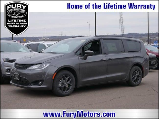 New 2019 Chrysler Pacifica TOURING L Passenger Van For Sale/Lease St. Paul, MN