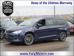 New Chrysler Dodge Jeep RAM Models 2019 Chrysler Pacifica TOURING L Passenger Van 2C4RC1BG2KR540215 for sale in South St Paul, MN