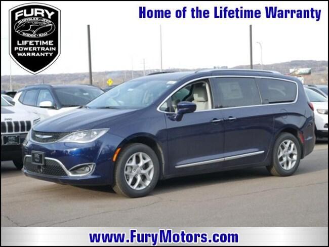 New 2019 Chrysler Pacifica TOURING L PLUS Passenger Van For Sale/Lease St. Paul, MN