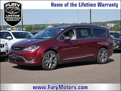 New Chrysler Dodge Jeep RAM Models 2019 Chrysler Pacifica LIMITED Passenger Van 2C4RC1GG3KR506423 for sale in South St Paul, MN