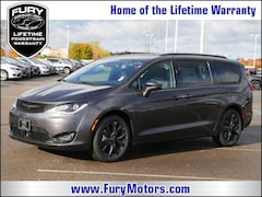 New Chrysler Dodge Jeep RAM Models 2019 Chrysler Pacifica LIMITED Passenger Van 2C4RC1GG6KR550139 for sale in South St Paul, MN