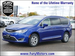 New Chrysler Dodge Jeep RAM Models 2019 Chrysler Pacifica TOURING L Passenger Van 2C4RC1BG0KR550144 for sale in South St Paul, MN