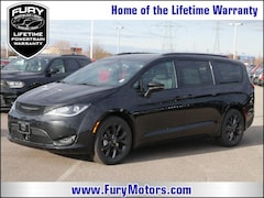 New Chrysler Dodge Jeep RAM Models 2019 Chrysler Pacifica LIMITED Passenger Van 2C4RC1GG8KR525128 for sale in South St Paul, MN