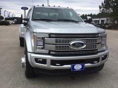 2019 Ford Super Duty F-450 DRW Platinum 4WD Crew Cab 8 Box Crew Cab Pickup