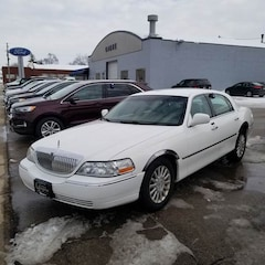 2004 Lincoln Town Car Signature 4dr Sedan Sedan