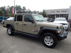 New 2020 Jeep Gladiator SPORT S 4X4 Crew Cab 20X135 in Gainesville, FL